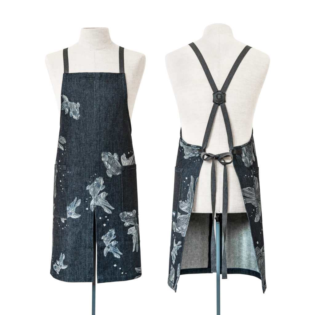 0018-02 APRON HALF&HALF denim riciclato con laser design / recycled denim with laser design