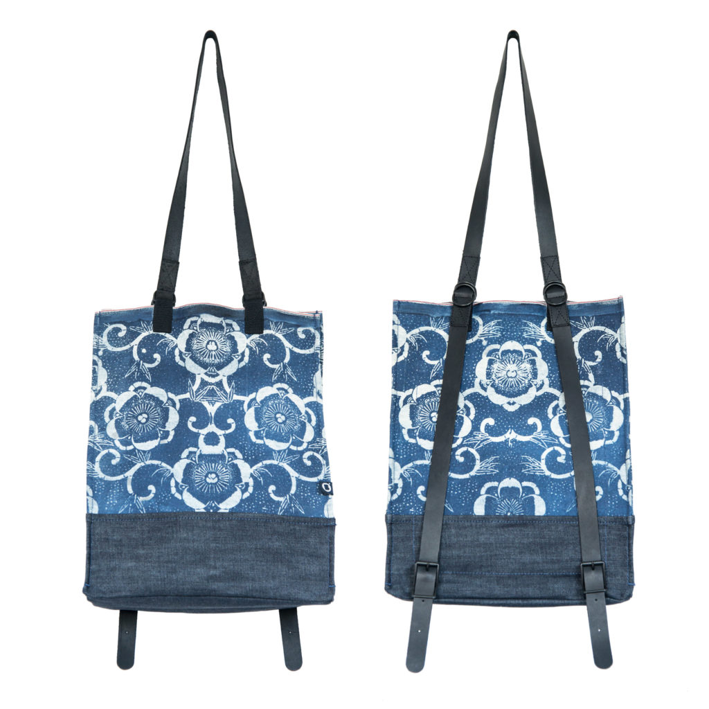 0025-03 Denim Backpack con stampa serigrafica floreale / with floral serigraphy print