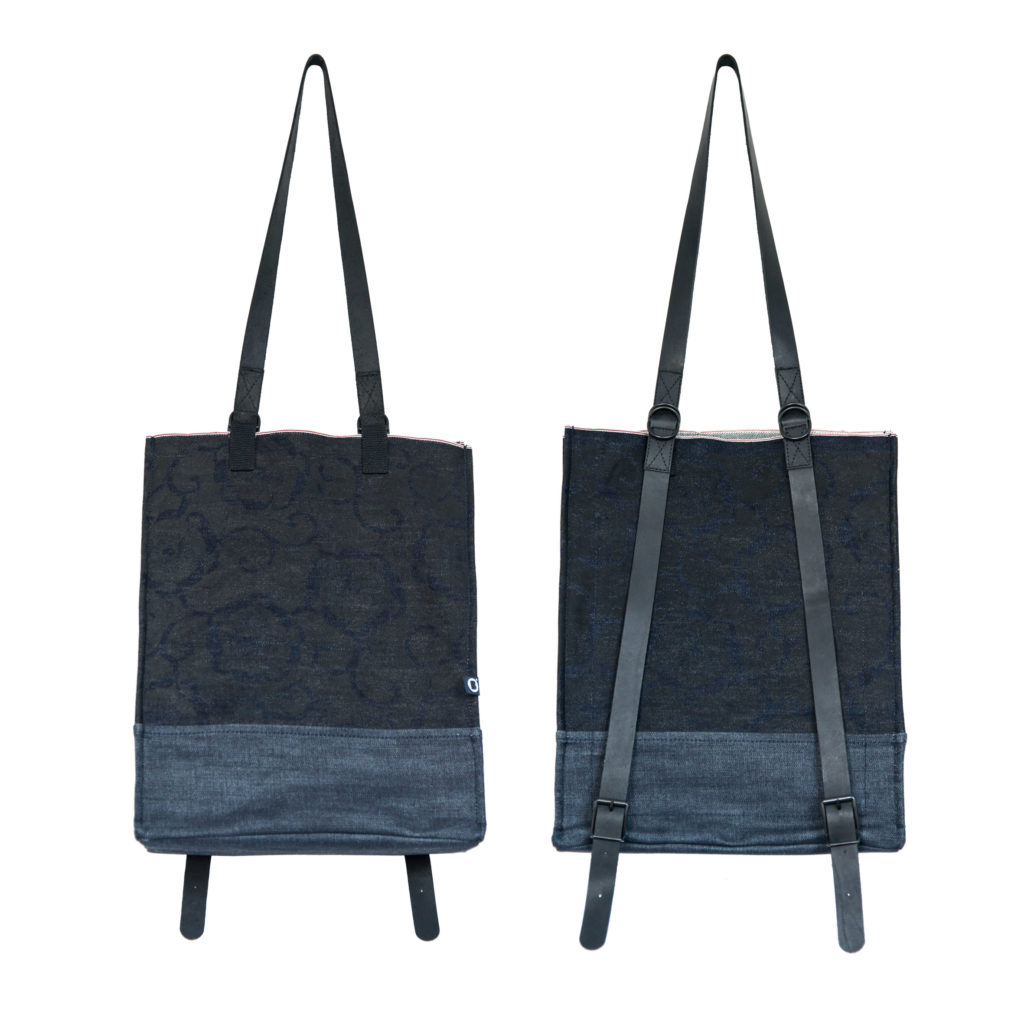 0025-04 Denim Backpack con stampa serigrafica floreale / with floral serigraphy print